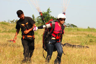 ground learning of paragliding